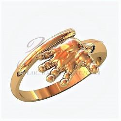 Ручка ребенка золотое кольцо